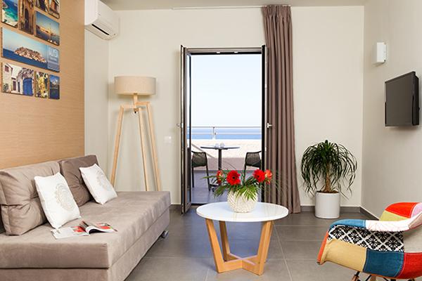 Sundance Apartment Wohnzimmer während Long stay Kreta | Sunbirdie