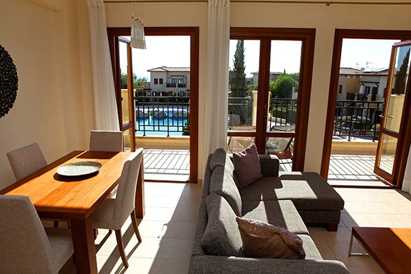 Long stay in einer Lounge in Zypern Paphos | Sunbirdie