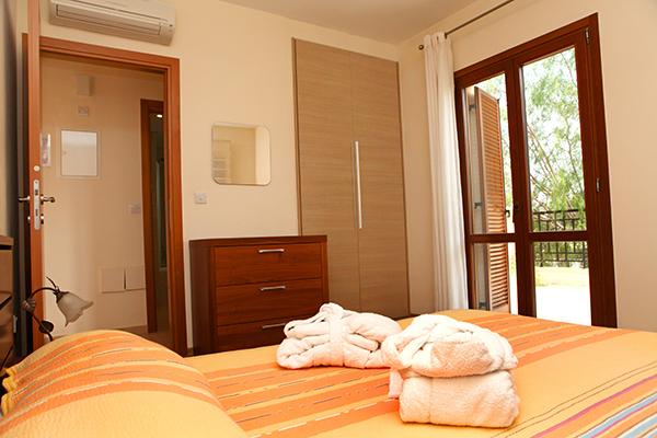 Aphrodite Hills-Schlafzimmer während long stay | Sunbirdie