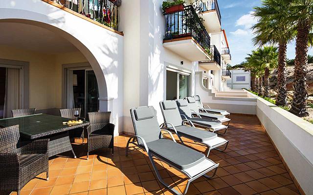Terrasse in Praia Del Rey während Longstay Portugal | Sunbirdie
