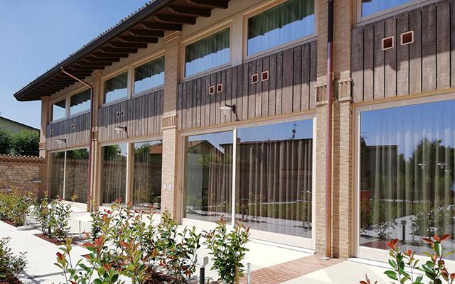 Außenansicht des Relais Madergnago Resort während Longstay Italien | Sunbirdie