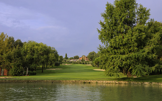 Garda Golf Clubhaus während long stay golf Italien | Sunbirdie