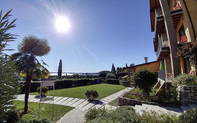 Blick vom Corte Ferrari Resort während Long Stay Italien | Sunbirdie