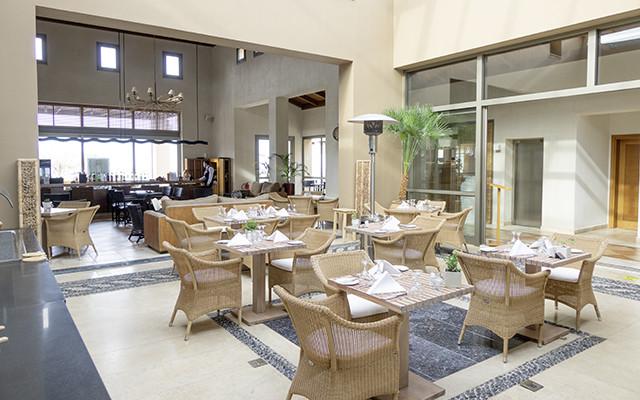 Mittagessen Tische in der Lobby während Longstay Griechenland | Sunbirdie