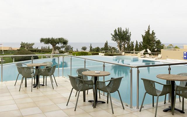 Mittagstische am Pool während Longstay Griechenland | Sunbirdie
