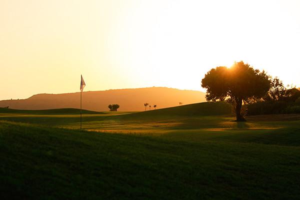 Sonnenuntergangansicht von Sundance kreta Golfcoruse während long stay | Sunbirdie