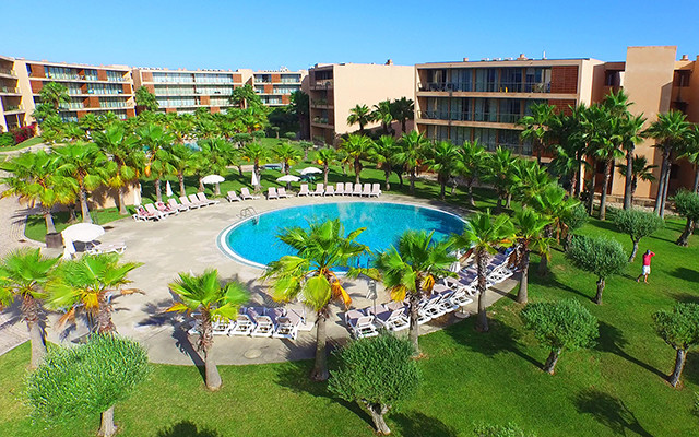 Vila das Lagoas Pool während Longstay Portugal Algarve | Sunbirdie