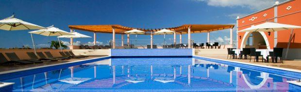 Blick auf den Pool im Dorf Palmeiro während Longstay Portugal - Sunbirdie