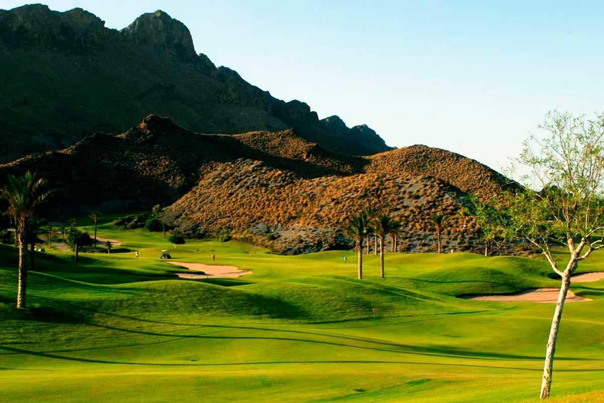 Hügel in der Nähe von Golfplatz während long stay golf Spanien | Sunbirdie