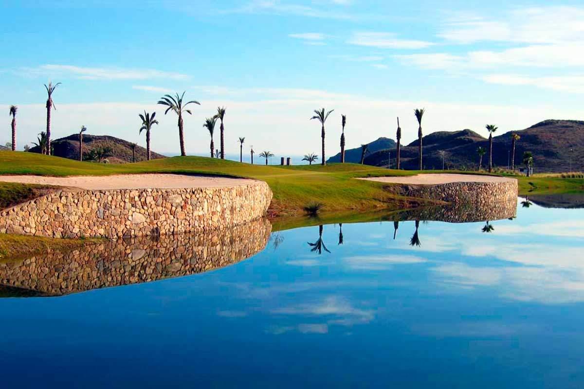 genießen Sie in der Nähe von Teich während Golf Longstay in Spanien | Sunbridie