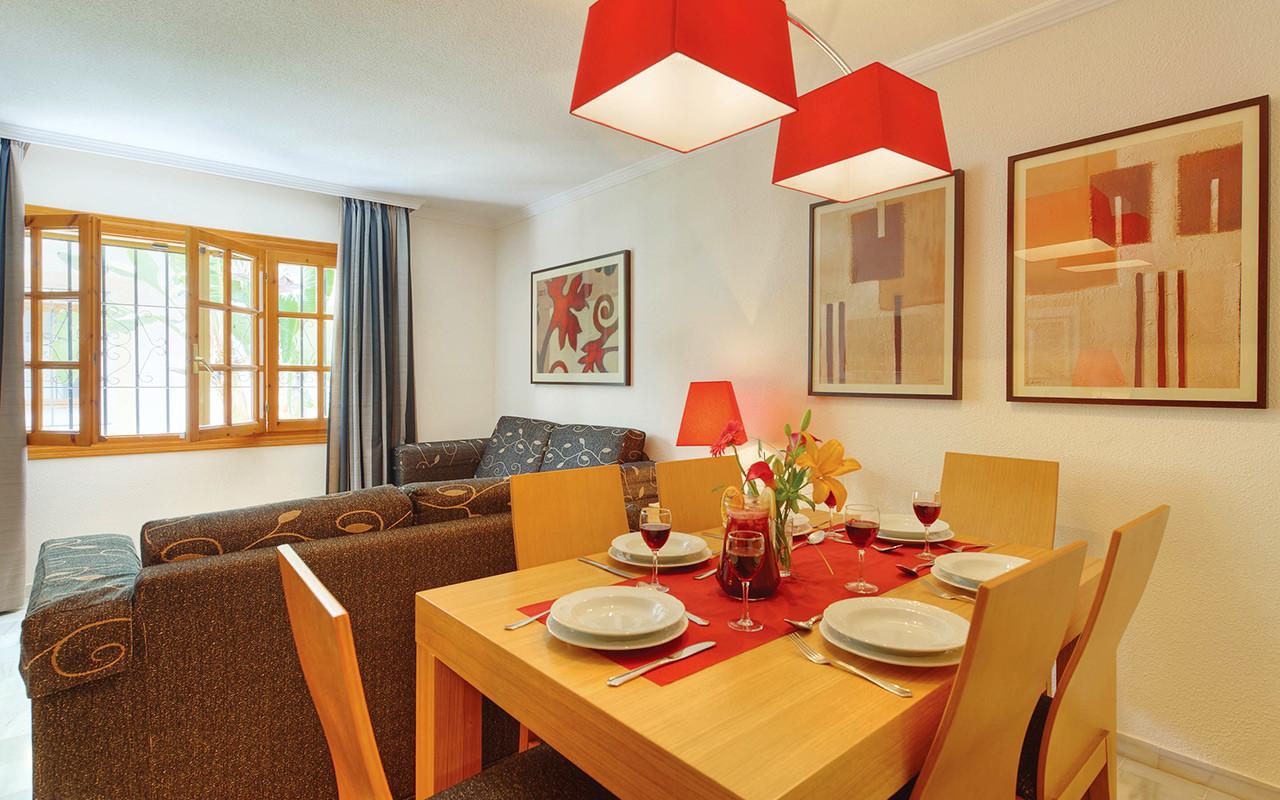 Esszimmer und Wohnzimmer in Costa Almeria während Longstay Spanien | Sunbirdie
