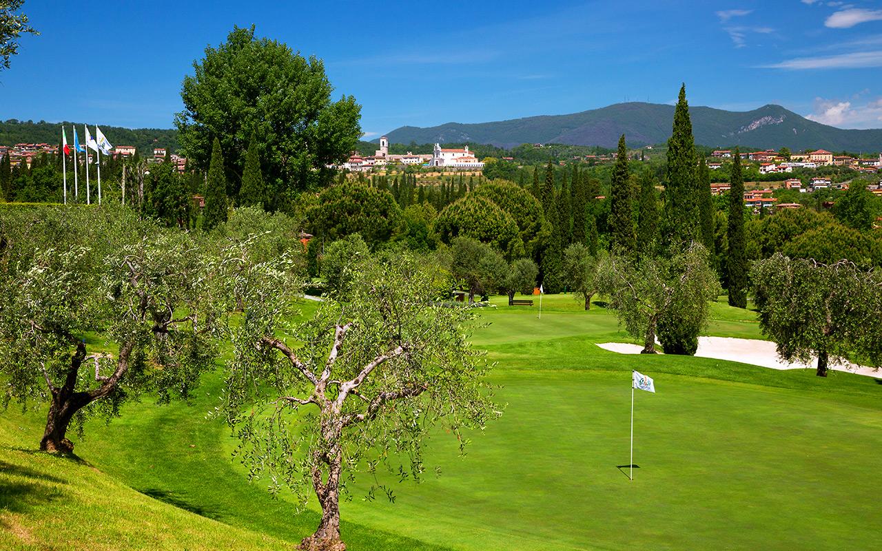 Genießen Sie Golf auf dem Garda Golfplatz mit Long stay Italien - Sunbirdie