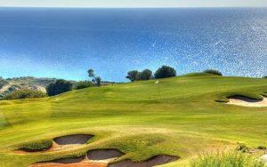 Genießen Sie Golf auf einem wunderschönen Golfplatz während einer Golfreise nach Portugal mit Sunbridie
