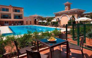 Luxusunterkunft am Pool bei Golfreisen nach Portugal mit Sunbridie